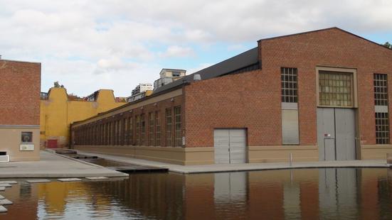 Gammel industrihall og nytt vannspeil i Kværnerbyen, 2008
